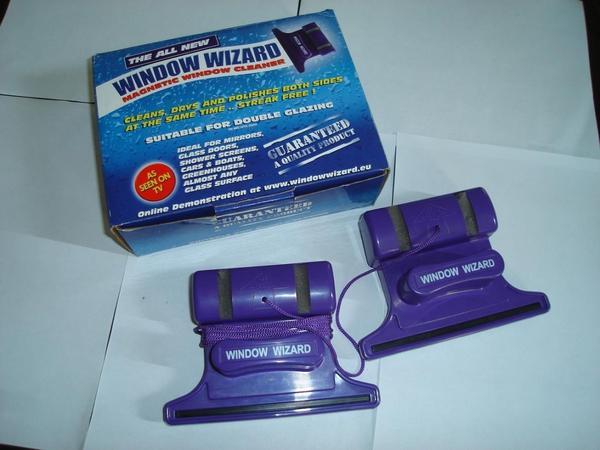 Магнитная щетка для мытья окон. Фото с сайта http://window-magnit.ru.