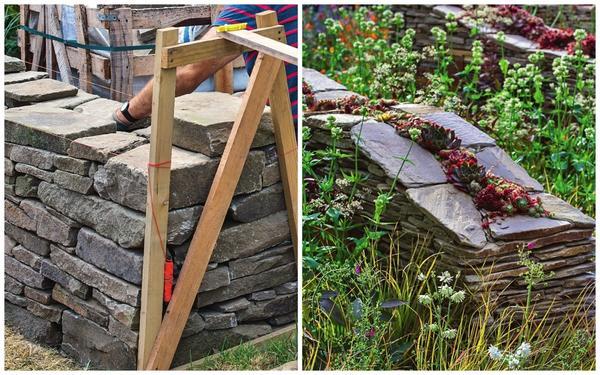 Слева: сделайте фундамент глубиной 80 см и соорудите из досок две опалубки. Справа: в щель засыпьте землю и посадите растения.