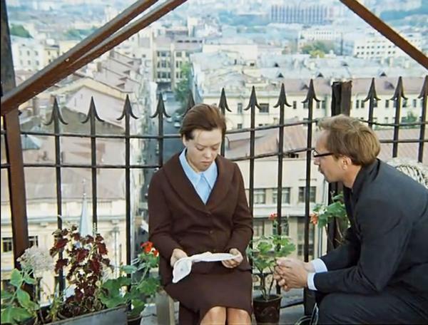 Кадр из фильма Служебный роман: та самая крыша. Фото с сайта feelmore.divandesign.ru