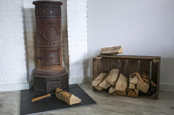 Можно взять обычный деревянный ящик