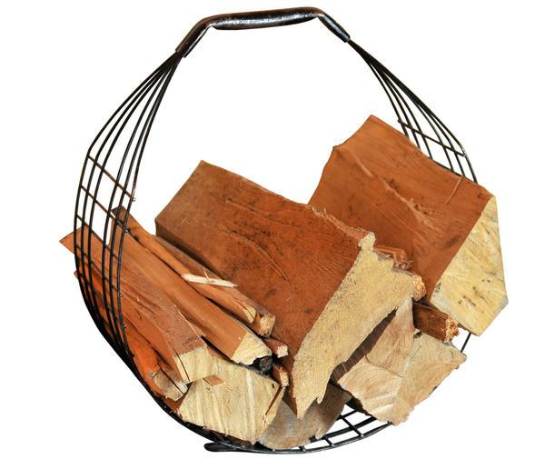 Подставка для дров, сваренная из металлических прутьев