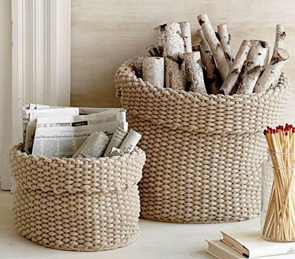 Корзинки для дров, связанные из бельевой веревки. Фото с сайта gunerinrenkleri.com