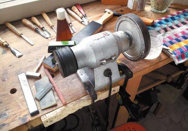 Минимальный комплект оборудования и принадлежностей для заточки и правки