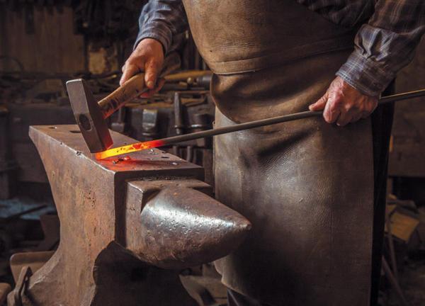 Наковальня и молоток – то, с чего начинается путь в царство ковки