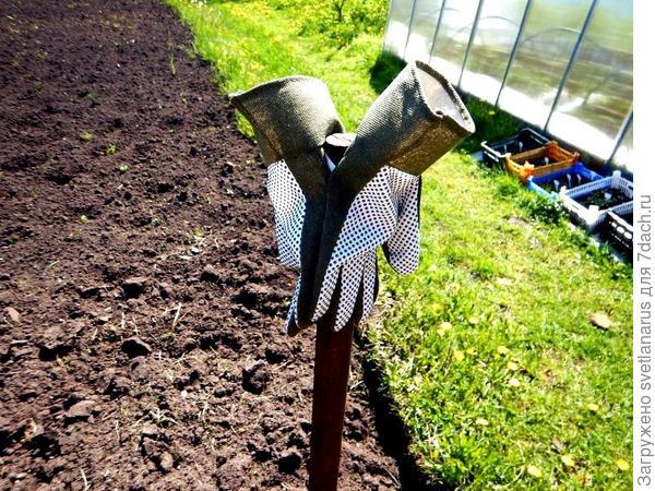 цепляем за резинки на лопату