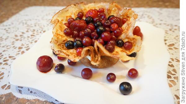 Блинная корзиночка с фруктами