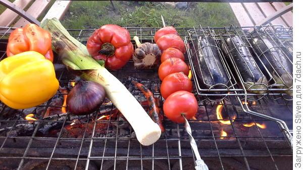 Овощи  на решетке мангала