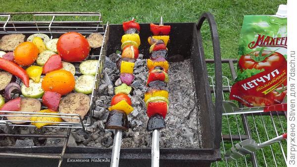 Жарка овощей на шампурах и решетки
