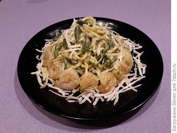Паста с креветками, зеленой стручковой фасолью, с соусом песто