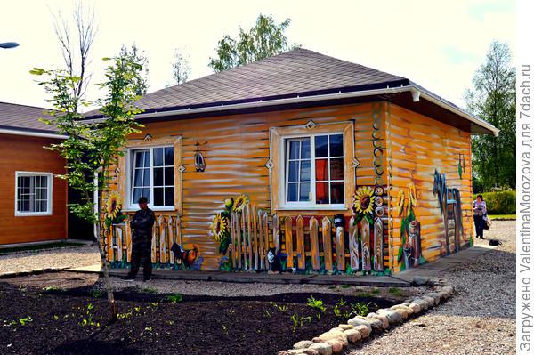 Вот такой домик (а раньше была просто будка)