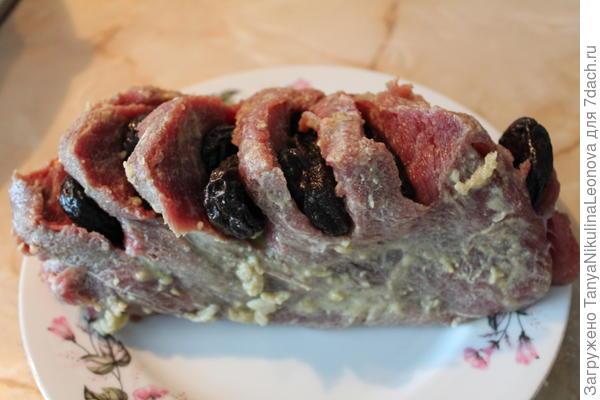 Мясо ставим мариноваться.