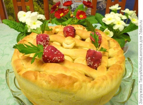 """Пирог с капустой и """"клубничкой"""""""