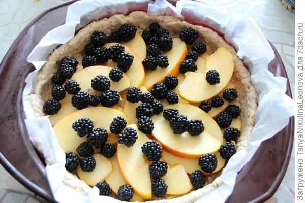 Выкладываем фрукты