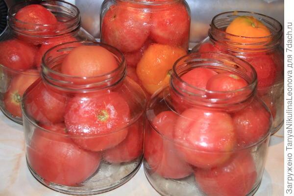 томаты в банках