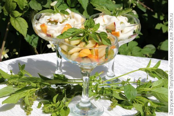 """Салат фруктовый с базиликом """"Лимонное чудо"""""""