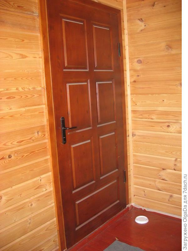 утепленная металлическая дверь, отделанная деревом