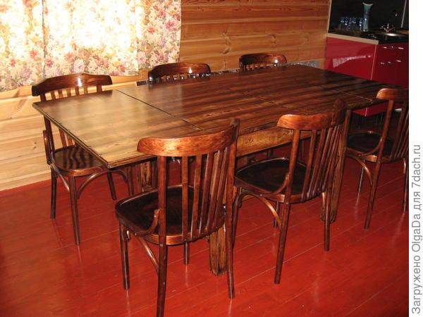 Так стол выглядит после декора