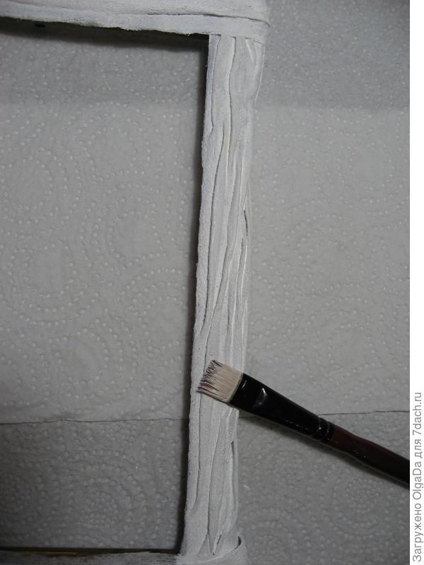 Покраска рамки белой акриловой краской.