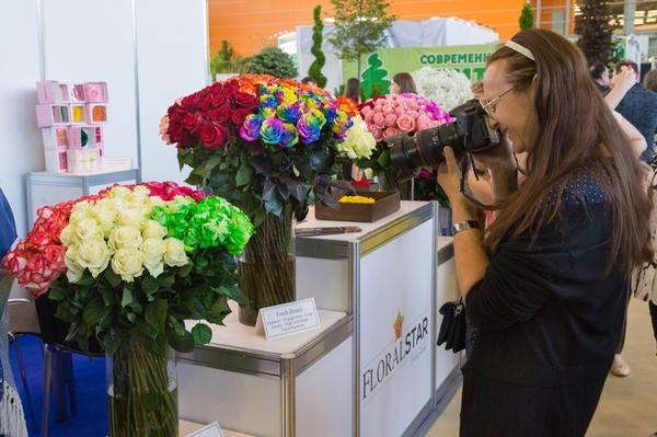 Восхитительные срезанные цветы - традиционная составляющая выставки