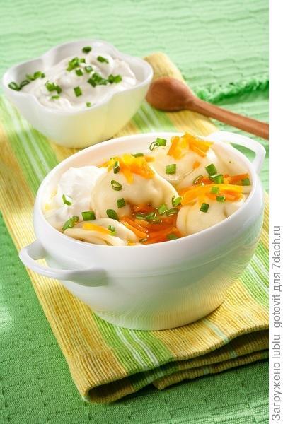 Морковный суп с пельменями