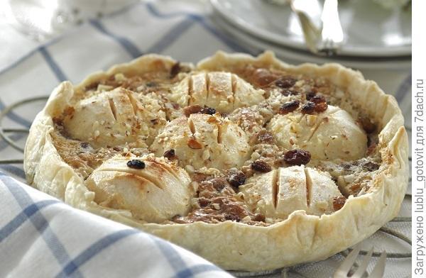 Пирог с миндалем и изюмом