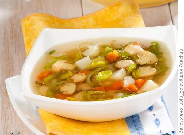 Грибной суп с луком-пореем