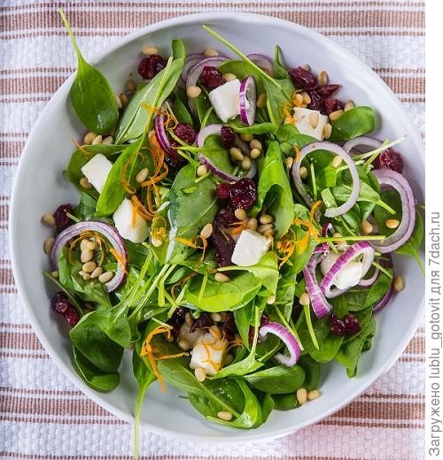 Легкий салат из шпината