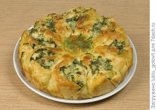 Пирог с сыром и зеленью из бездрожжевого теста