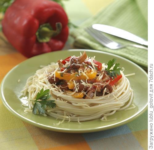Спагетти с грибами и сладким перцем