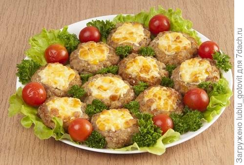 Запеченные котлеты из мяса с овощами Фото: А. Соколов/BurdaMedia