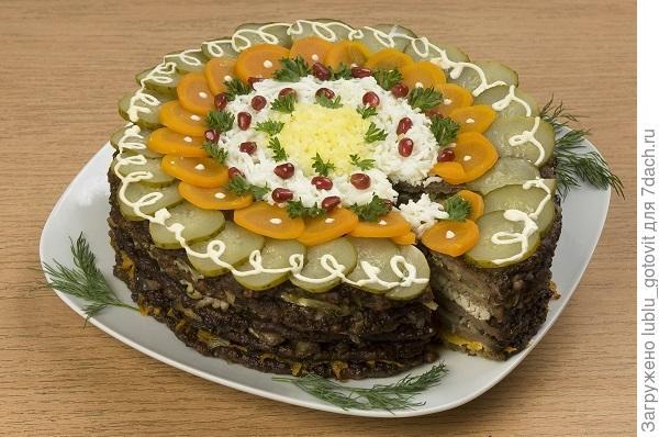 """Печеночный торт """"Сюрприз""""  Фото: А. Соколов/BurdaMedia"""