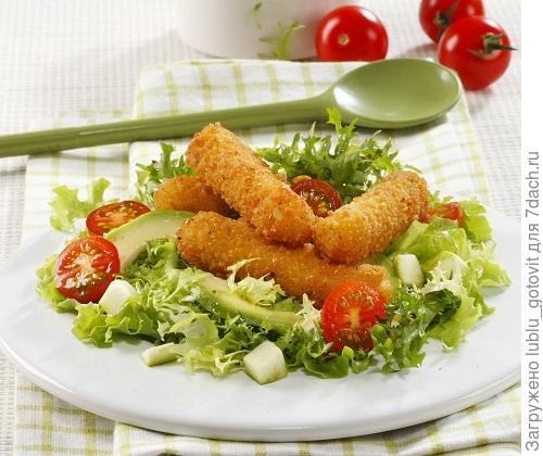 Итальянский салат: жареный сыр с овощами  Фото: Олег Кулагин/BurdaMedia