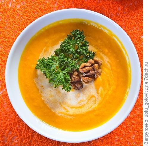 Морковный крем-суп с орехами  Фото: К. Виноградов/BurdaMedia
