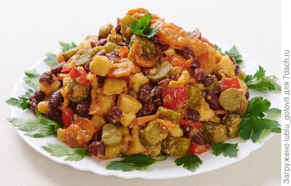 Овощной салат с фасолью Фото: Дмитрий Позднухов/BurdaMedia