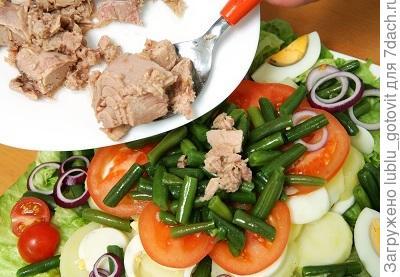Шаг 5. Выкладываем салат на блюдо