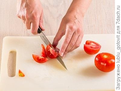 Шаг 5. Режем помидоры