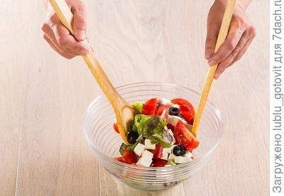 Шаг 6. Перемешиваем овощи с оливковым маслом