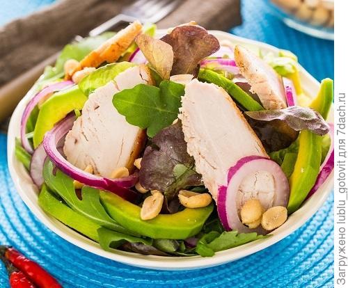 Салат из курицы с авокадо/Фото: К. Виноградов/BurdaMedia