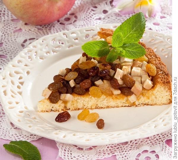 Пирог с яблоками и изюмом/Фото: Олег Кулагин/BurdaMedia