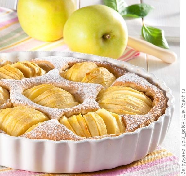 Пирог с яблоками и орехами/Фото: Олег Кулагин/BurdaMedia