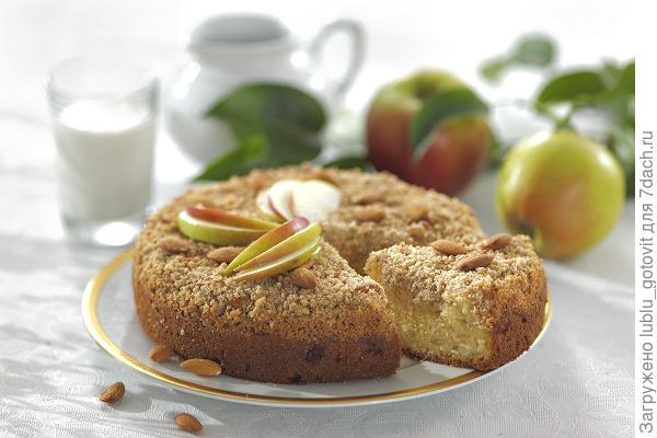 Яблочный пирог с посыпкой/Фото: Дмитрий Королько/BurdaMedia
