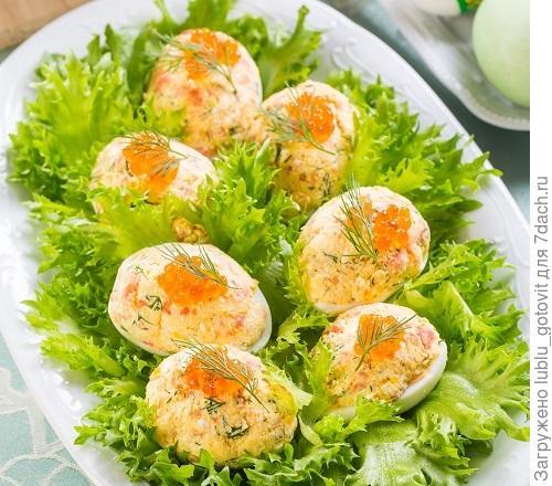 Закуска из яиц с красной рыбой/Фото: К. Виноградов/BurdaMedia