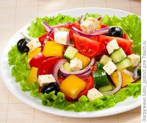 Салат из свежих овощей по-гречески/Фото: Олег Кулагин/BurdaMedia