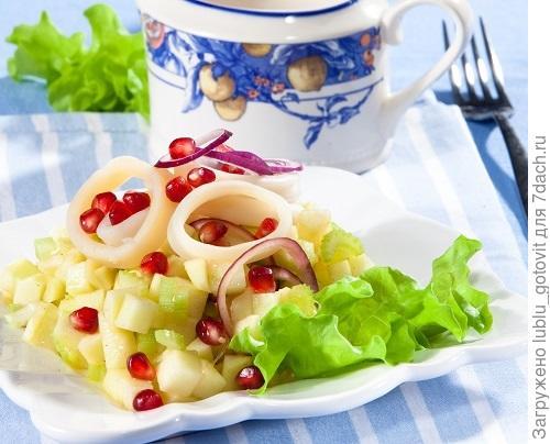 Салат из яблок и кальмаров/Фото: Олег Кулагин/BurdaMedia