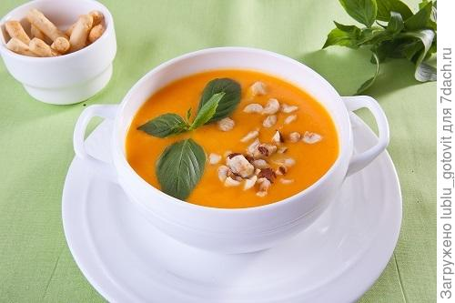 Тыквенный крем-суп с морковью и орехами/Фото: К. Виноградов/BurdaMedia