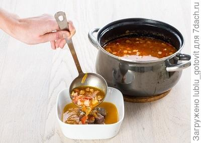 шаг 6, разливаем суп по тарелкам