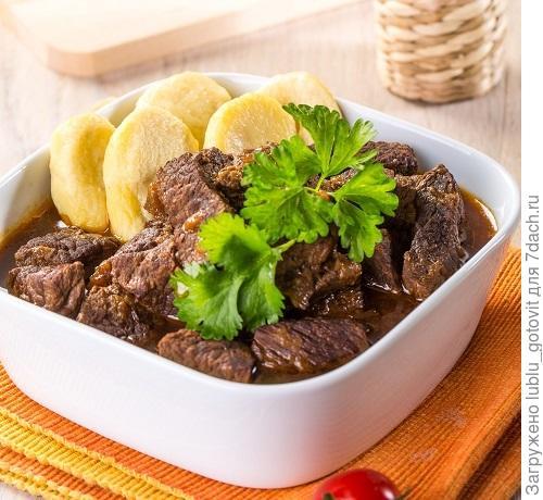 Тушеное мясо с кнедликами/Фото: К. Виноградов/BurdaMedia