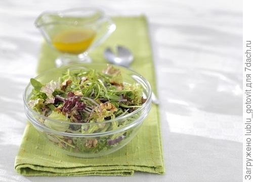 Зеленый салат с орехами/Фото: Дмитрий Королько/BurdaMedia