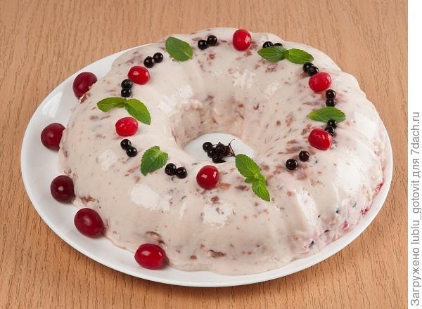 Желе из кефира с ягодами и ванилью/Фото: А. Соколов/BurdaMedia