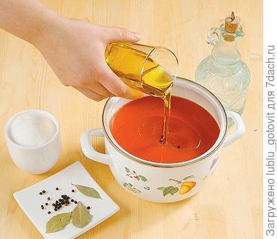 Шаг 3. В сок добавляем растительное масло.